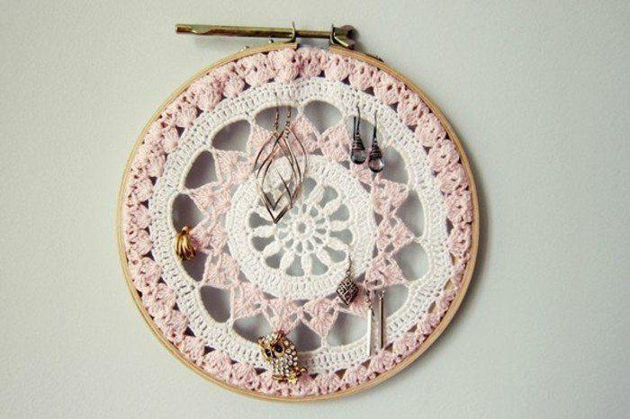 1001+idées pour fabriquer un porte-bijoux soi-même | Jewelry organizer wall, Hanging jewelry ...
