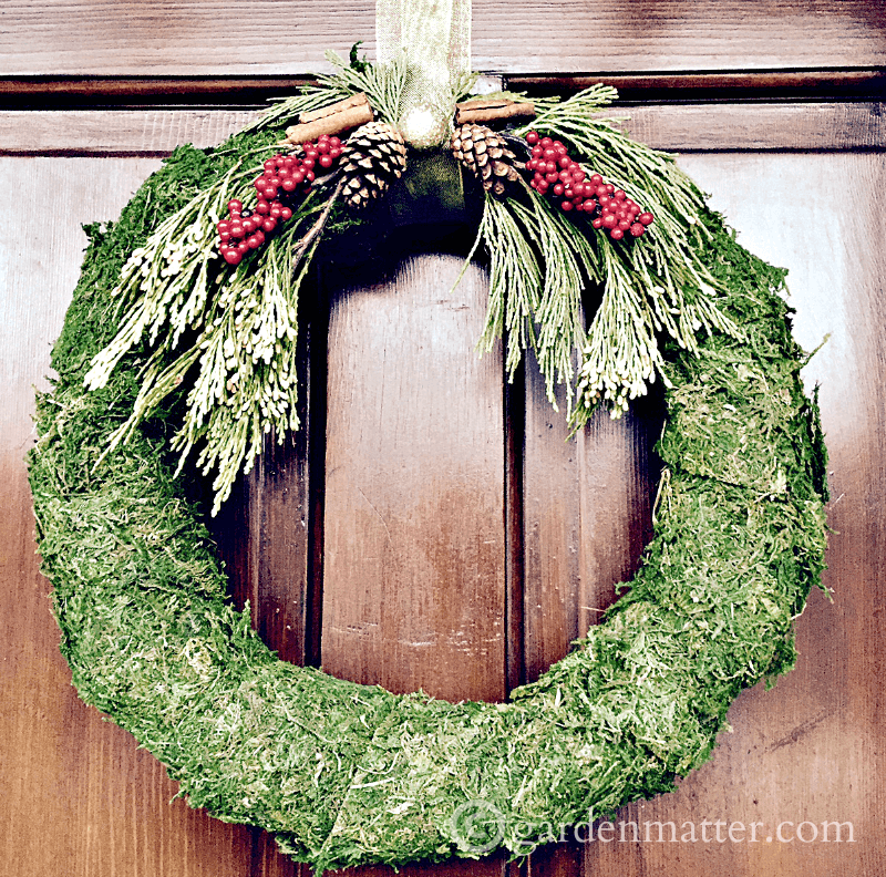 learn how to make these easy festive moss covered wreaths in a short time suggestions
