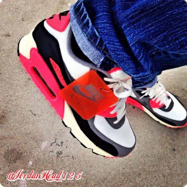 Nike Air Max 90 Retro, Levi's Jeans #nike #airmax #sneakers
