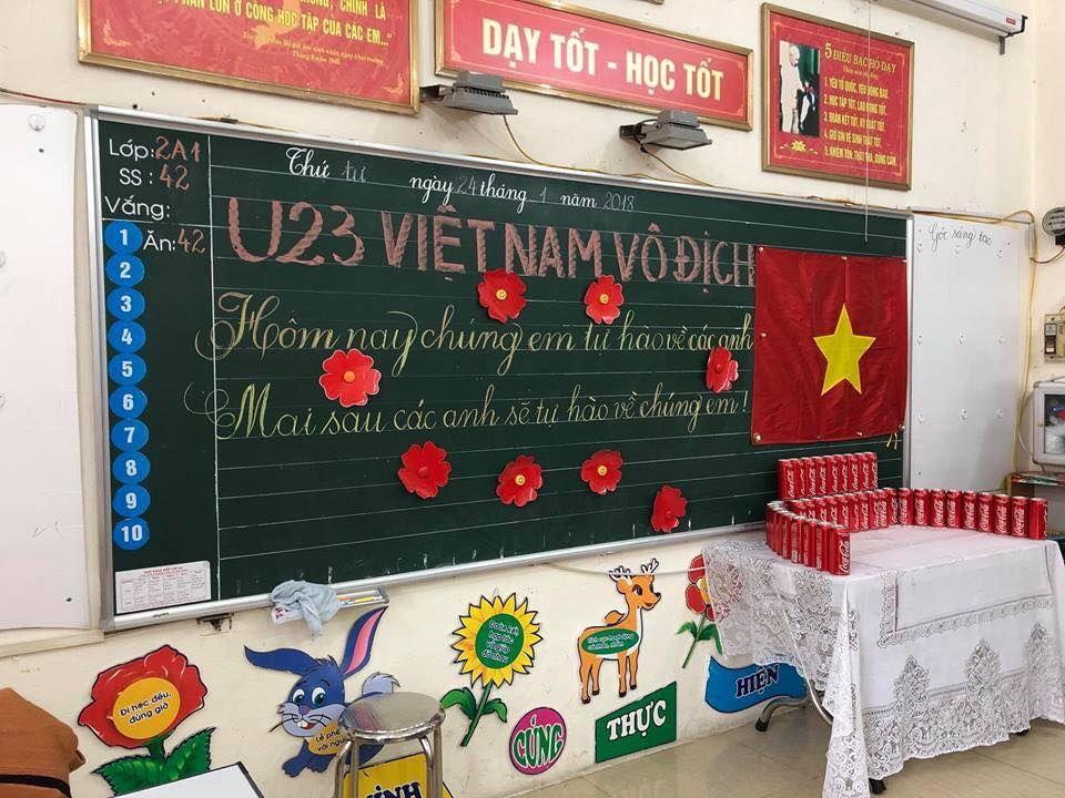 Áo cờ đỏ sao vàng trường tiểu học Đinh Tiên Hoàng - Hình 1