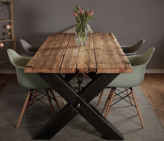 esstisch aus ger stbohlen massivholz industrial design massivholztisch stahlgestell shabby. Black Bedroom Furniture Sets. Home Design Ideas