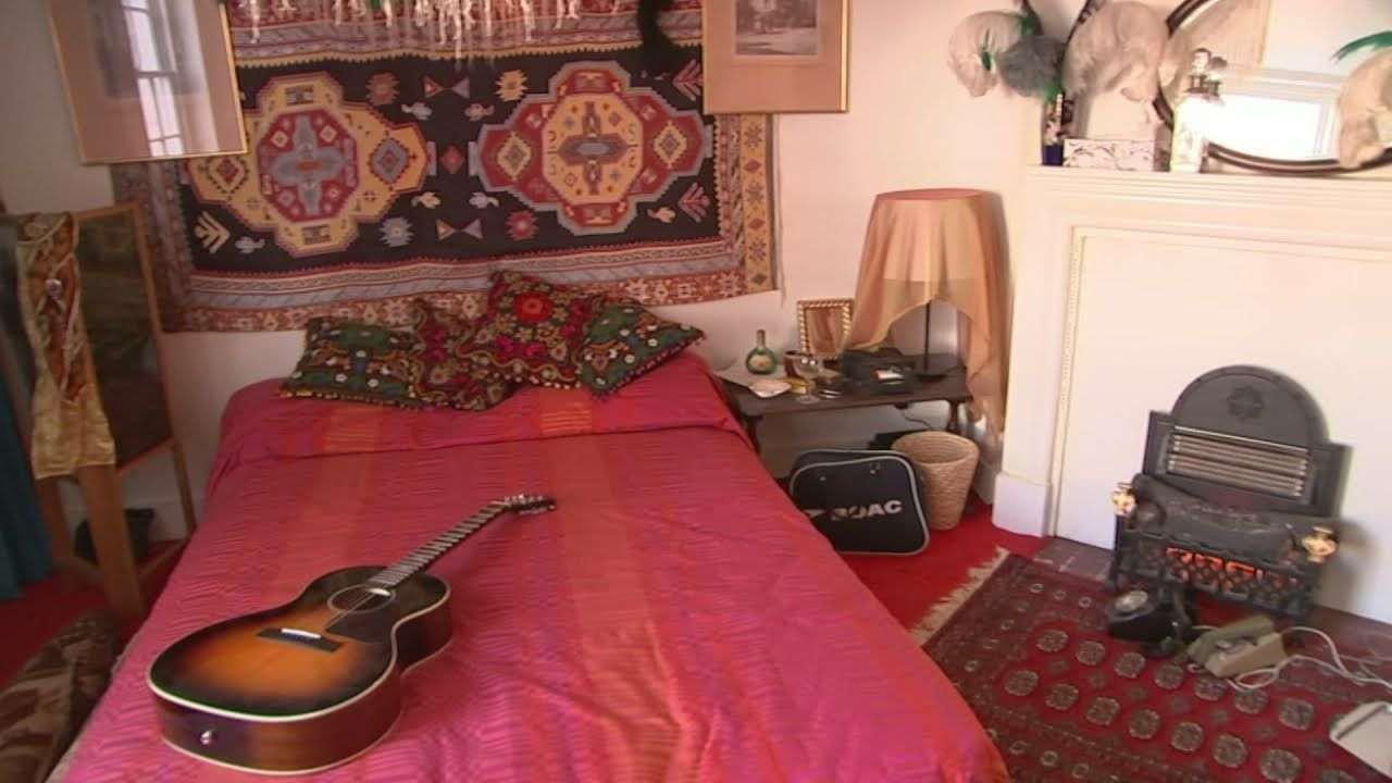 Jimi Hendrix's London flat opens as a museum