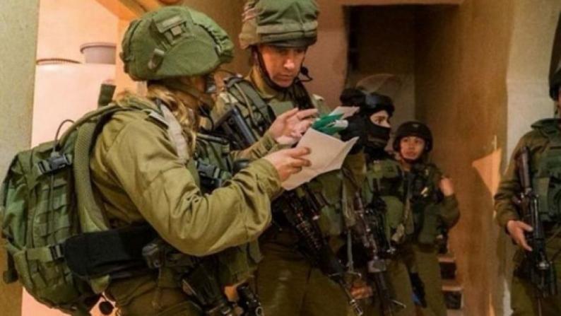 الاحتلال يخطر بهدم أربعة بركسات وغرفة زراعية في قراوة بني حسان بتوقيت بيروت اخبار لبنان و العالم Israeli Soldiers West Bank Palestinian