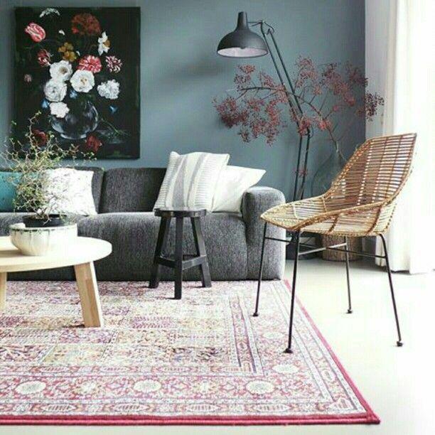 De kleur op de muur, de combinatie met het kunstwerk en de grijze ...