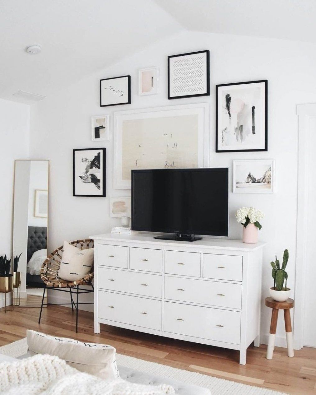 TV im Schlafzimmer süßeszuhause süßezuhauseideen süßedekoration süßewohnkultur  ...