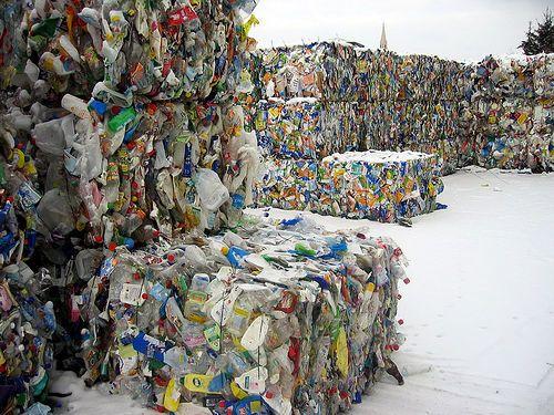 waste müll 03 by rootsclubrino, via Flickr  Müll vermeiden im Jahr 2015. Oder zumindest Müll vermindern. Bestandsaufnahme erst! Mach mit!  Mehr auf http://www.tomatetomate.eu/muell-vermeiden/