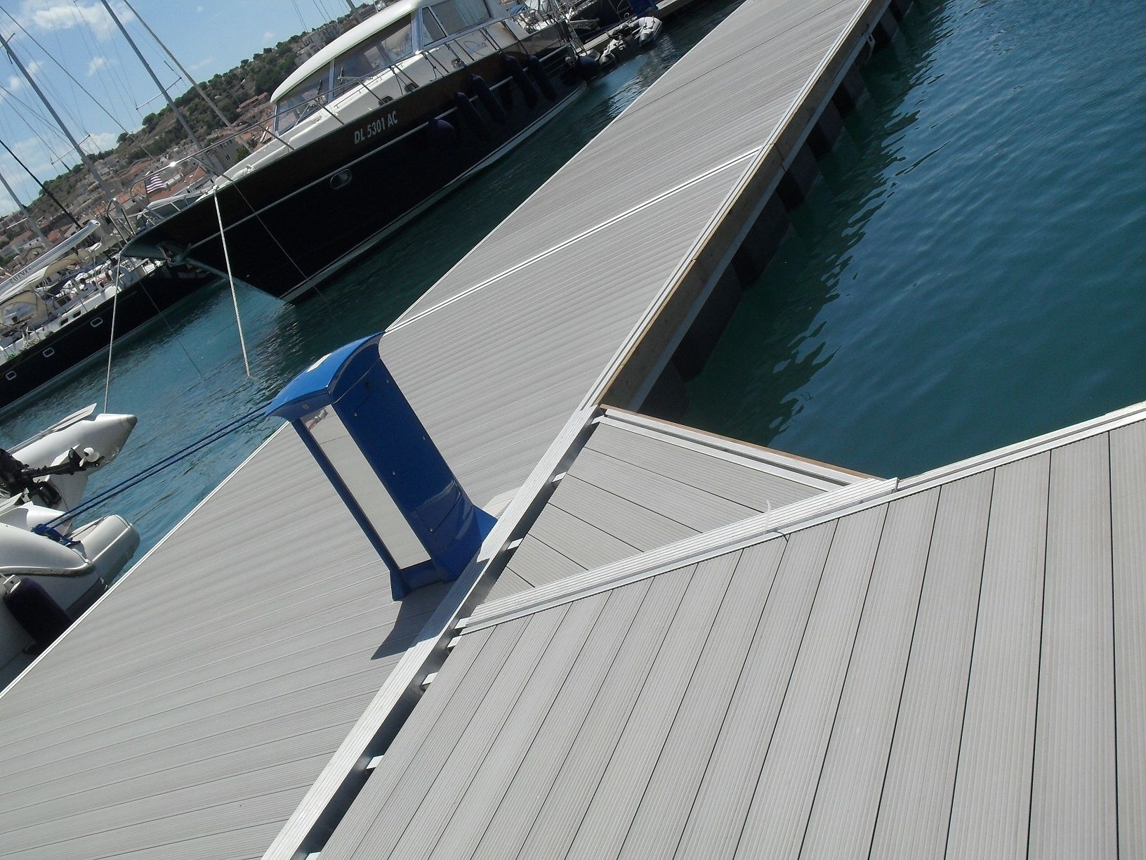 Creating an outdoor floor lightweight waterproof floor panels suppliers wpc floor decking
