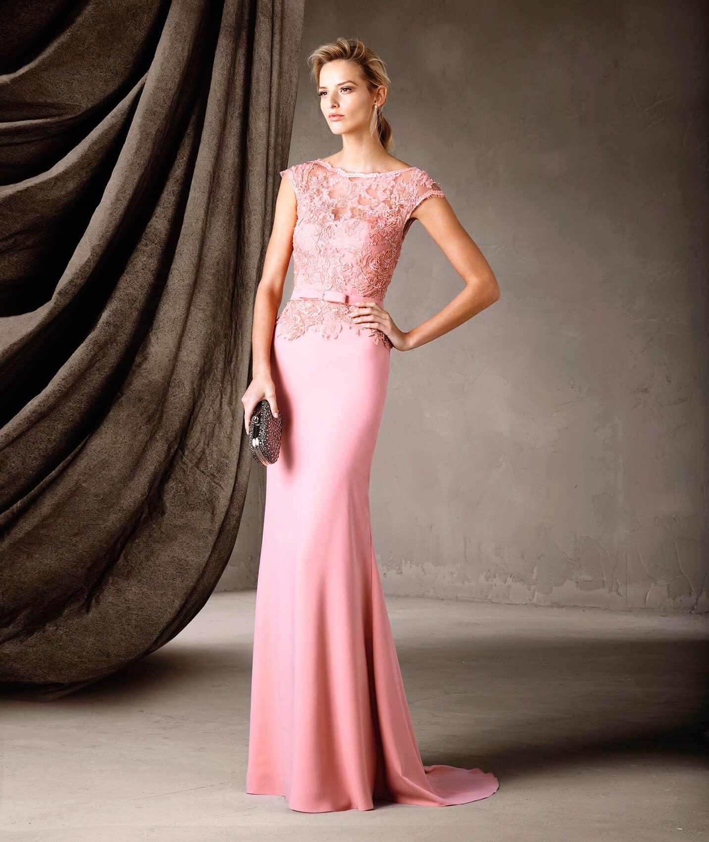 Un vestido de fiesta largo con una estupenda combinación de tejidos ...