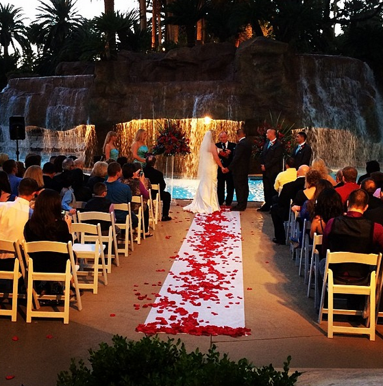Mirage Pool Wedding Little Vegas Venue Guide