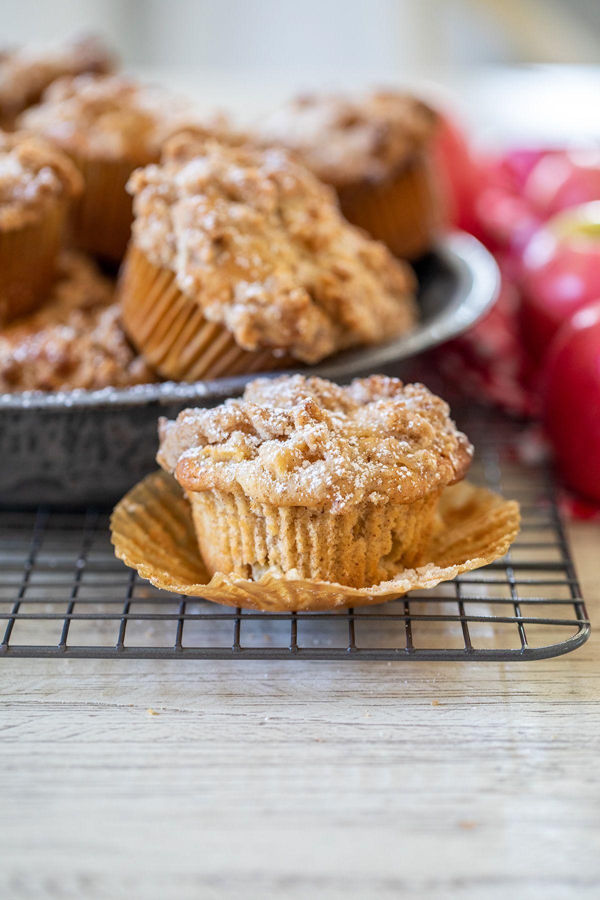 Apple Cinnamon Streusel Muffins In 2020 Cinnamon Streusel Muffins Apple Cinnamon Streusel Muffins Muffin Streusel
