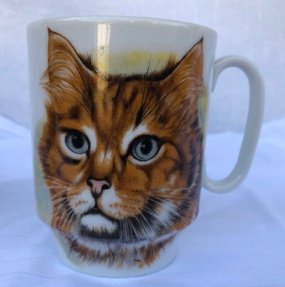 Vintage hand painted ceramic Cat Mugs, Made in Japan. Set of two. Excellent condition.