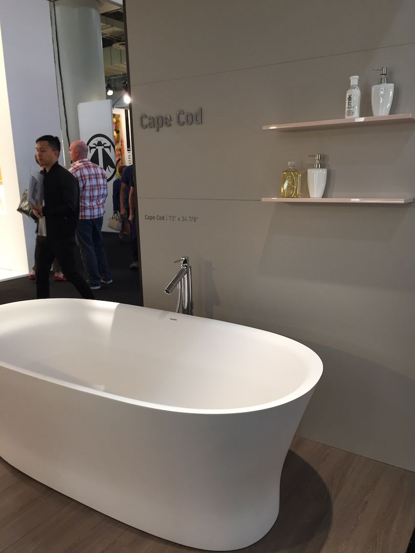 Part Of The Cape Cod Collection By Philippe Starck Is This Tub Which Is Carried By Duravit It Features An Optiona Freistehende Badewanne Badezimmer Badewanne