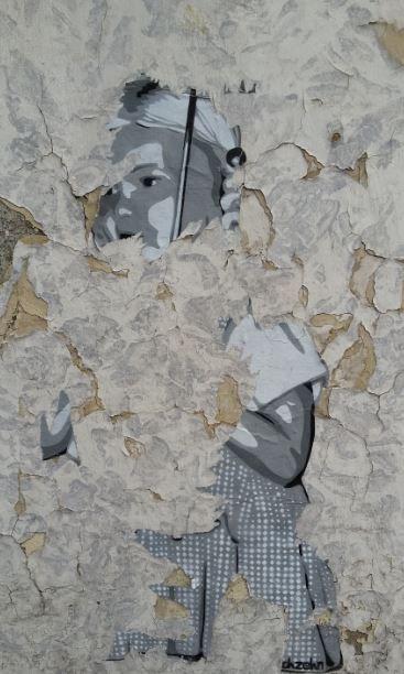 Verblasstes Mädchen auf einer Hauswand in Düsseldorf-Bilk, Foto: S. Hopp