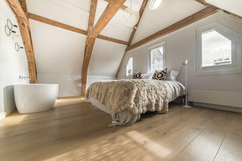 Houten parket vloer in slaapkamer