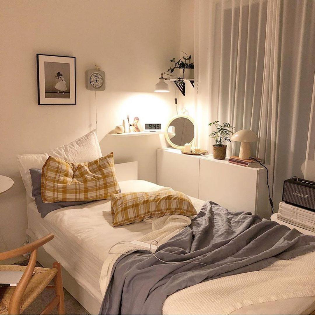 Nine Room ひとり暮らしのおうち時間さんはinstagramを利用しています 白を基調とした シンプルテイストのお部屋 黄色のクッションが Aesthetic Bedroom Dorm Room Decor Room Inspiration Bedroom