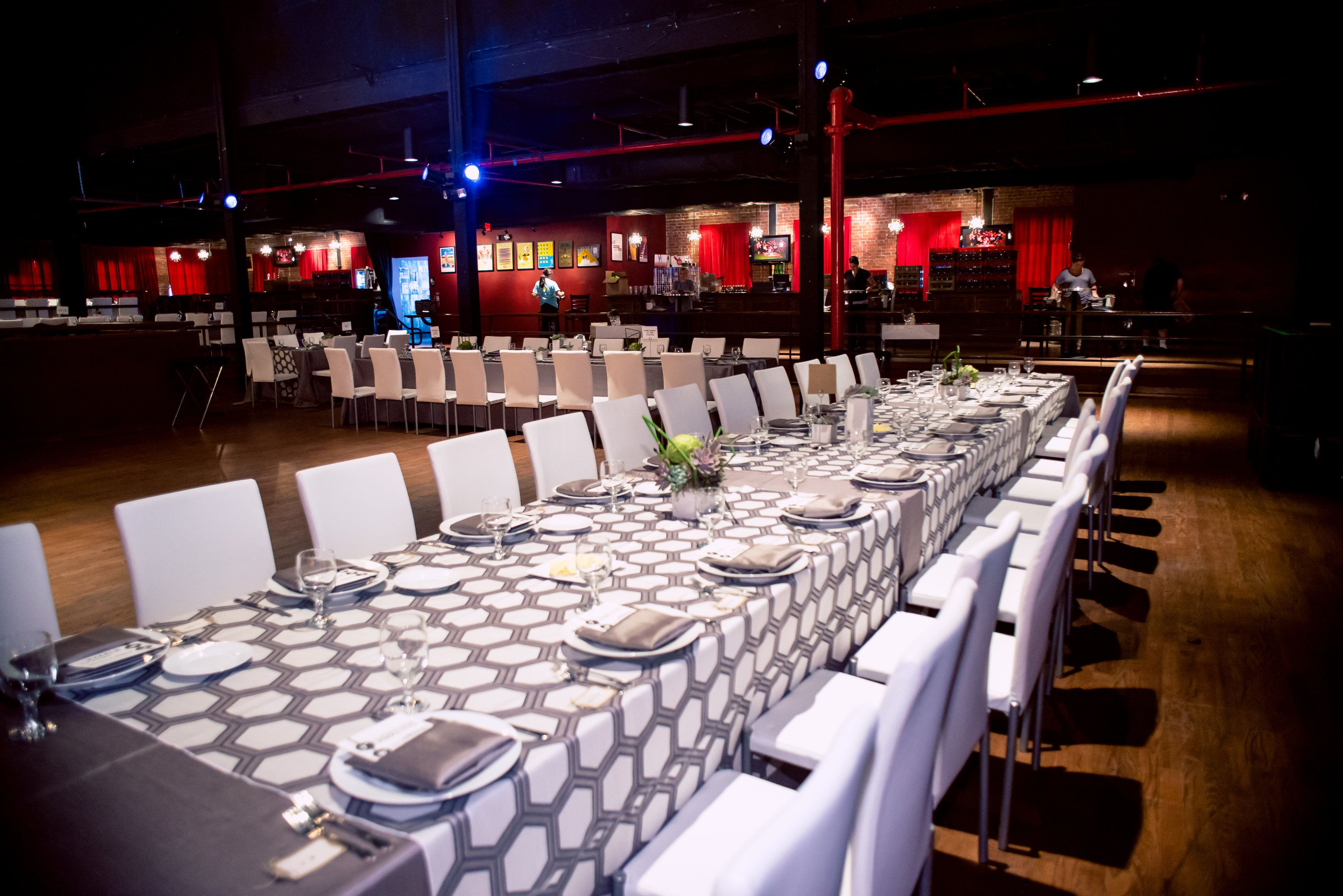 Rock N Roll And Wed White Table Settings Linen Rentals