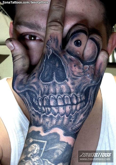 Tatuaje De Chicanos Calaveras Mano Tatuajes Tattoos Pinterest