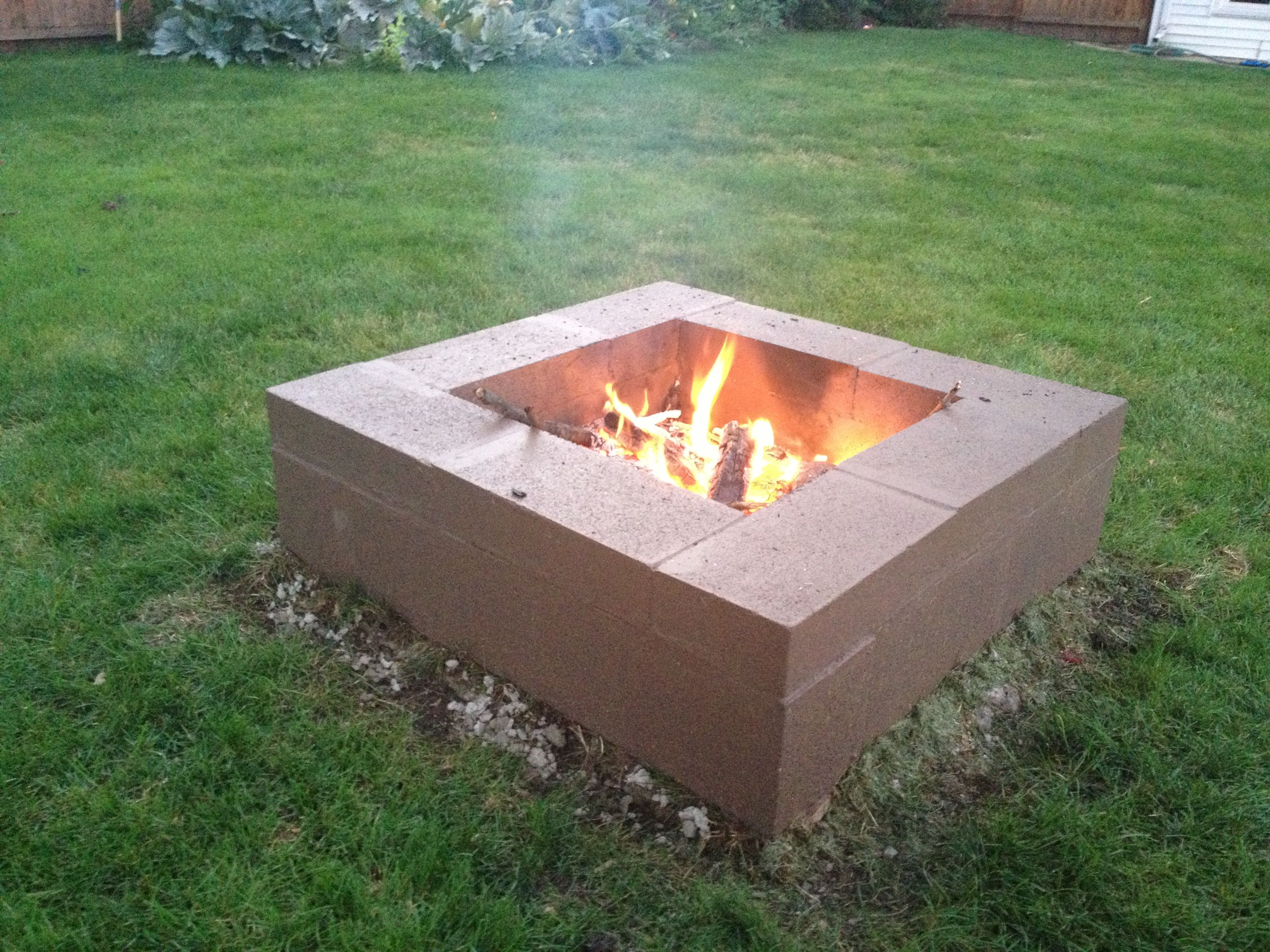 Cinder block firepit cinder block fire pit outdoors for Easy diy fire pit with grill