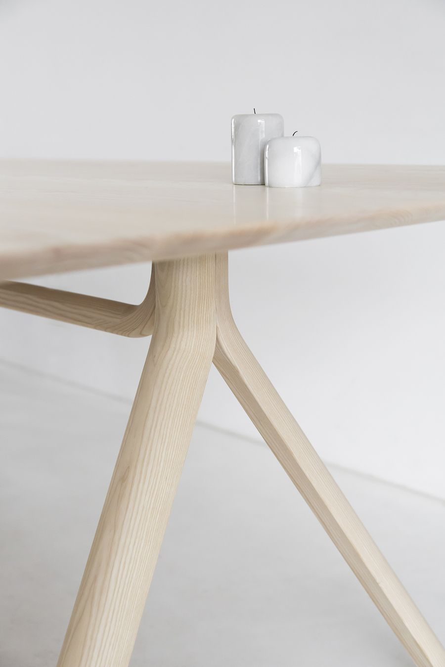 Thonet table April and May wooden