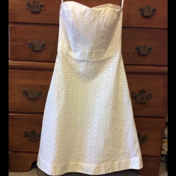 White House Black Market white eyelet dress Beautiful dress from White House Black Market. It is fully lined and hits around the knees. From a pet free, smoke free home. White House Black Market Dresses Strapless