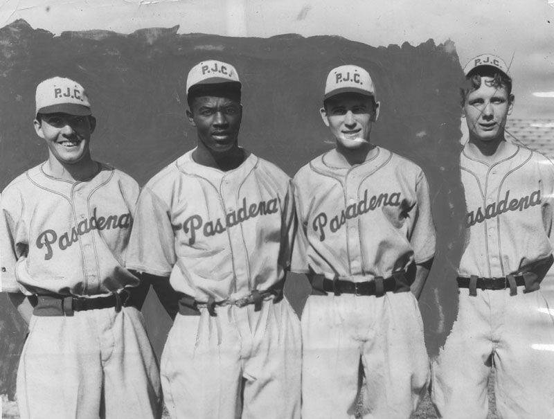 jackie robinson with his pasadena jr college teammates buried in rh pinterest com