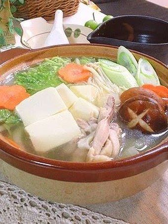 Simple Clear Dashi Stock Hot Pot with Lots of Napa Cabbage