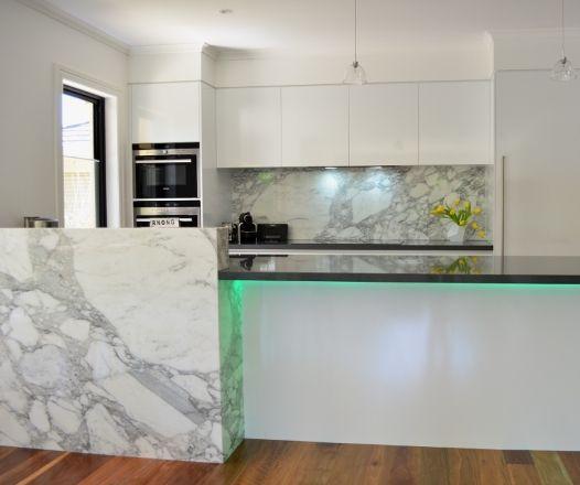 'Arabescato' Marble Splashback & Feature Panel