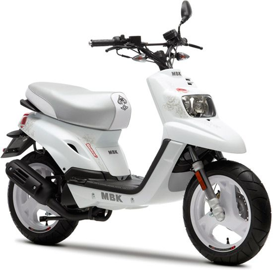 le mbk booster naked 13 39 39 est enfin disponible scooters scooter 50cc and engine. Black Bedroom Furniture Sets. Home Design Ideas