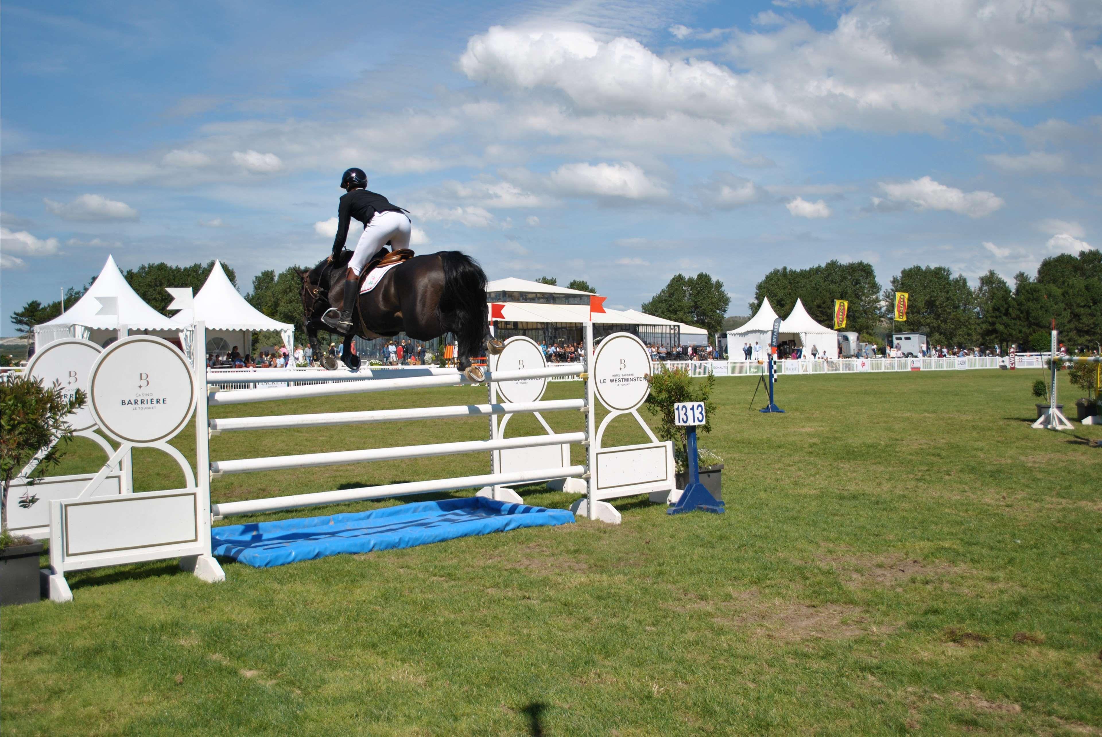 Clouds Hippodrome Horse Rider Jockey Jump Lawn Weekend Nice Day Obstacke 4k