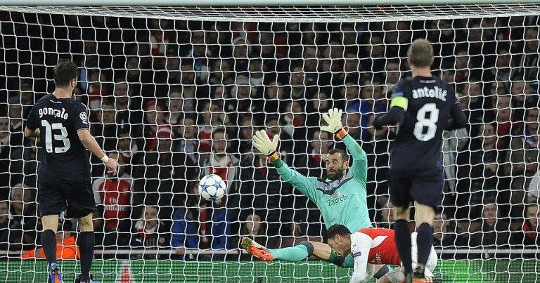 Arsenal 3 0 Dinamo Zagreb Mesut Ozil And Alexis Sanchez Keep Gunners Champions League Destiny In Their Own Hands Champions League Alexis Sanchez League