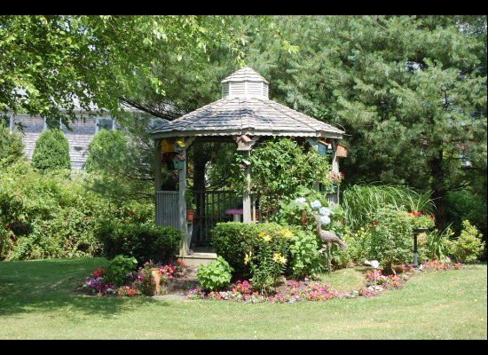 Backyard Gazebos - Perfect for relaxing and entertaining. I must have!!!