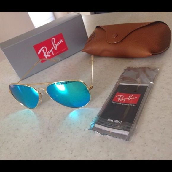 Authentic Rayban3025 Aviator Sunglasses Light Blue Authentic Rayban RB3025 Aviator Sunglasses Light Blue with Gold frameNew with TagsSize 58mmMade In ItalyNo Trade Ray-Ban Accessories Sunglasses