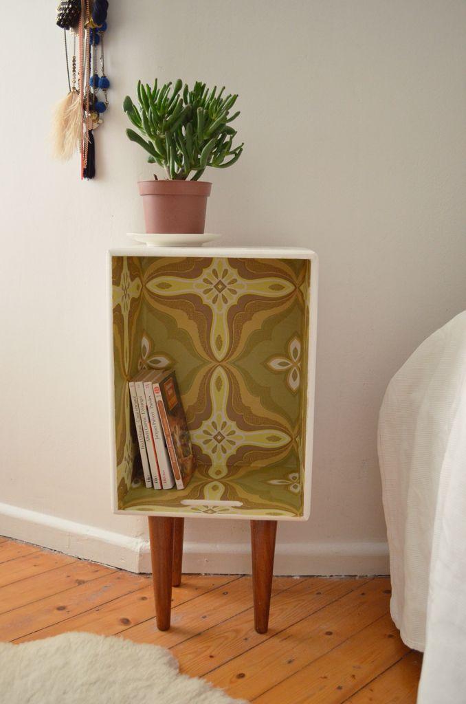 selbst gemachter Nachttisch mit Vintage Tapete #DIY Nachttisch - wohnung dekorieren tapeten