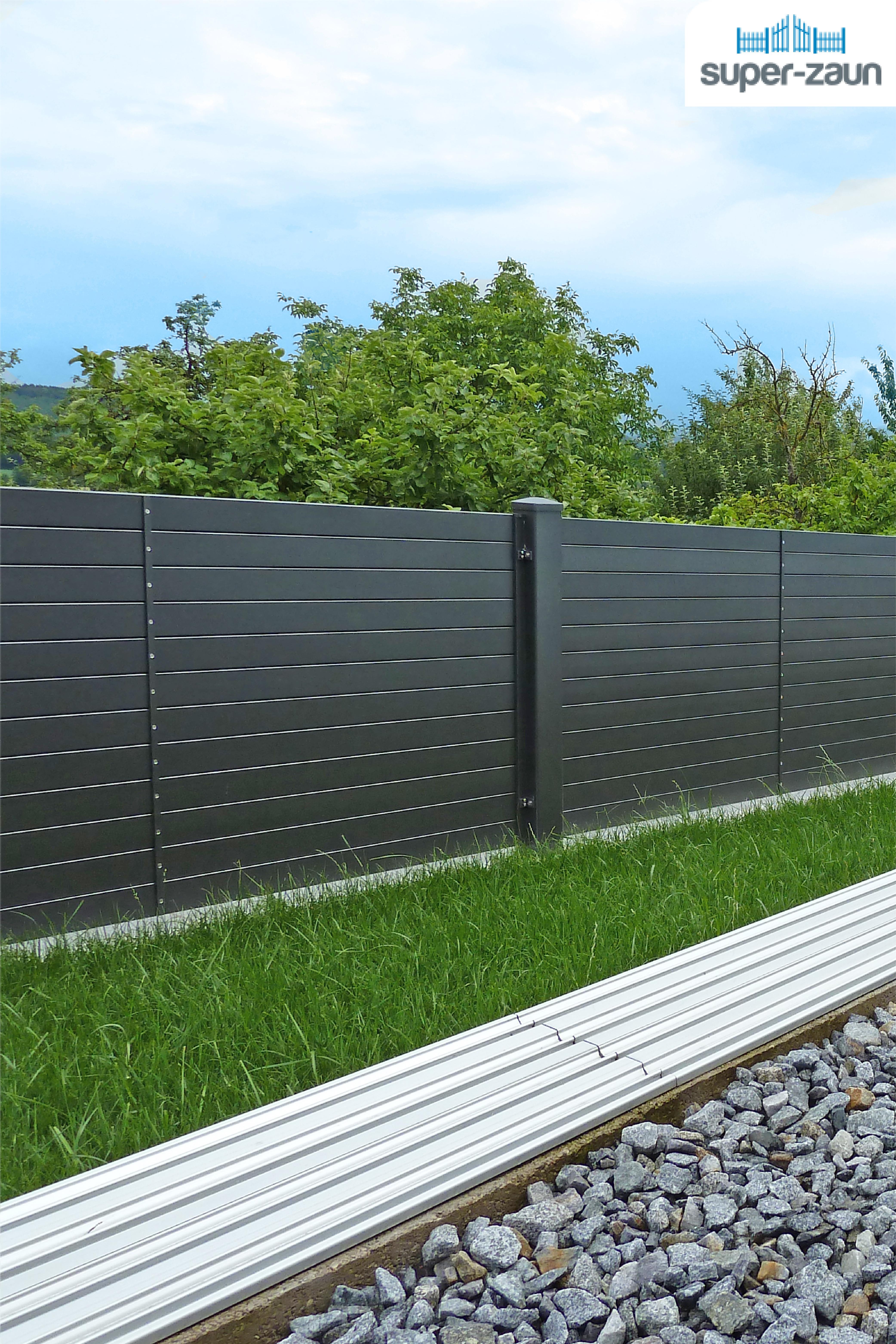Unser Modell Tesla Ein Super Zaun Der Auch Als Aluminiumsichtschutz Fungiert Superza Hinterhof Terrassen Designs Sichtschutzwand Garten Garten Zaun Ideen