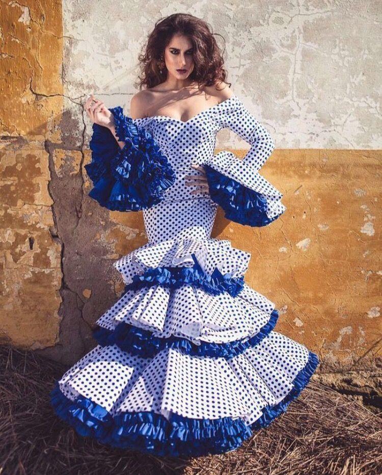 Trajes de flamenca blanco y azul