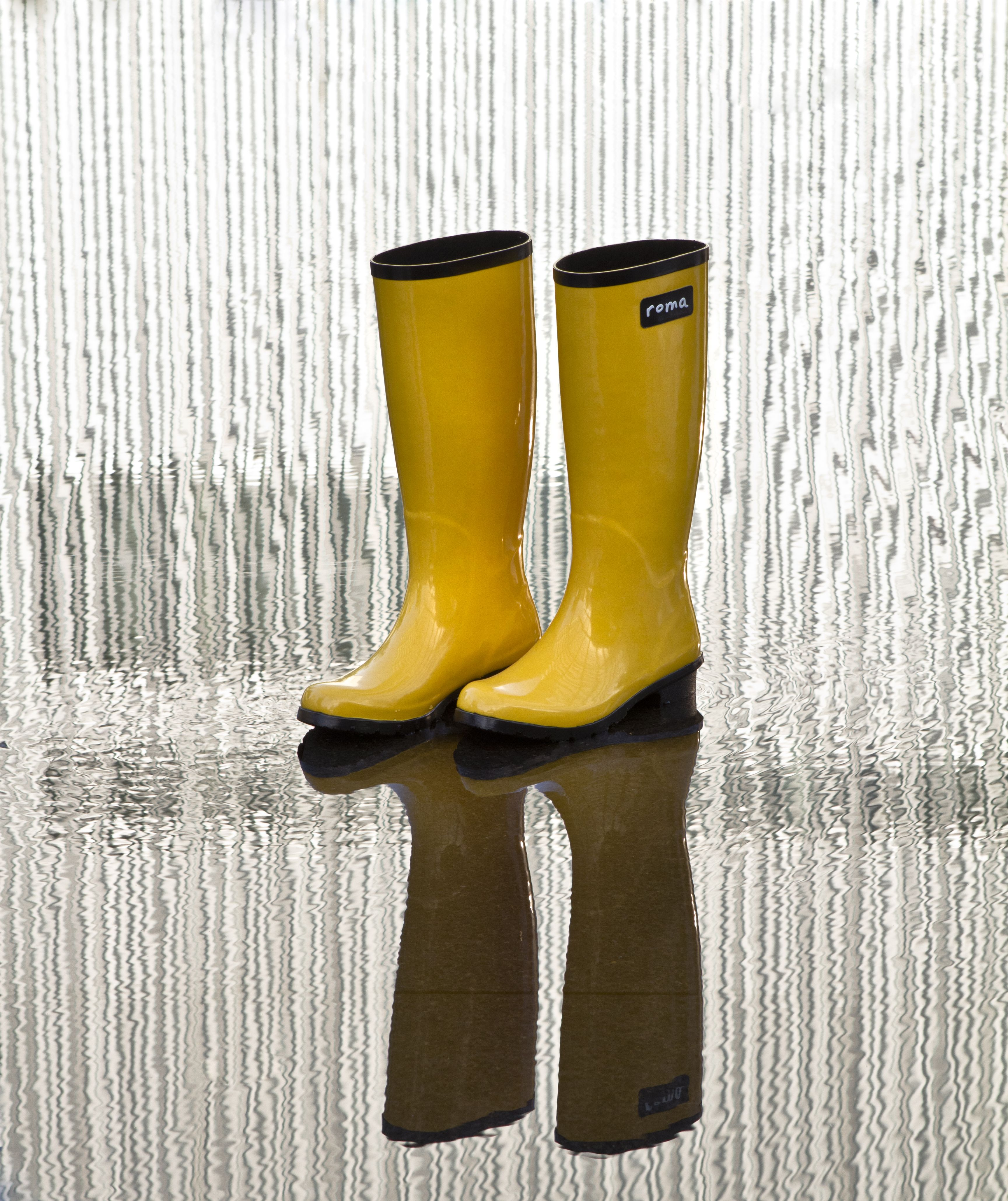Brighten up a rainy day with a pair of #romaboots in glossy #yellow