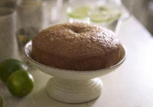 Zitronen-Limetten-Kokosnuss-Kuchen  ♡  Zitronenkuchen  backen .  Ev  mit  Kokos .  ♡  ☆  Inzwischen  1/8  Liter  Wasser  ,  200  g  Zucker und  4 EL Zitronensaft  aufkochen. Kuchen  einstechen  und  mit dem  Sirup  bestreichen.☆