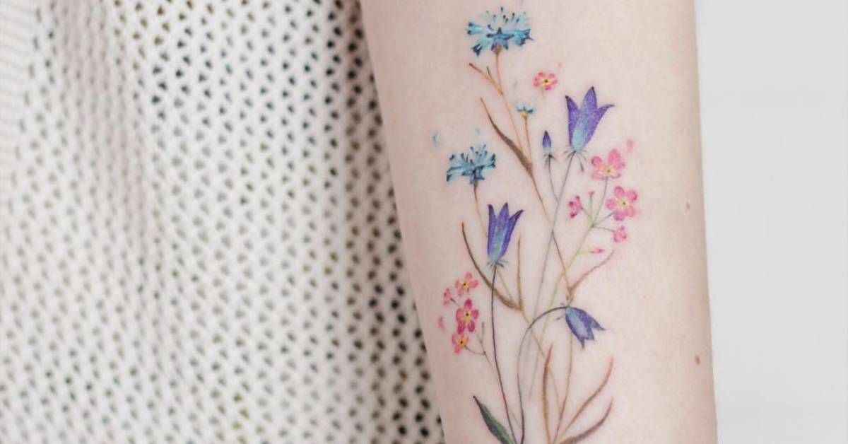 Artista Tatuador Elena Fedchenko Lena Tags Categorias Acuarelas Ilustra Tatuajes Simples Pequenos Disenos De Tatuaje De Flores Tatuaje De Flor Silvestre