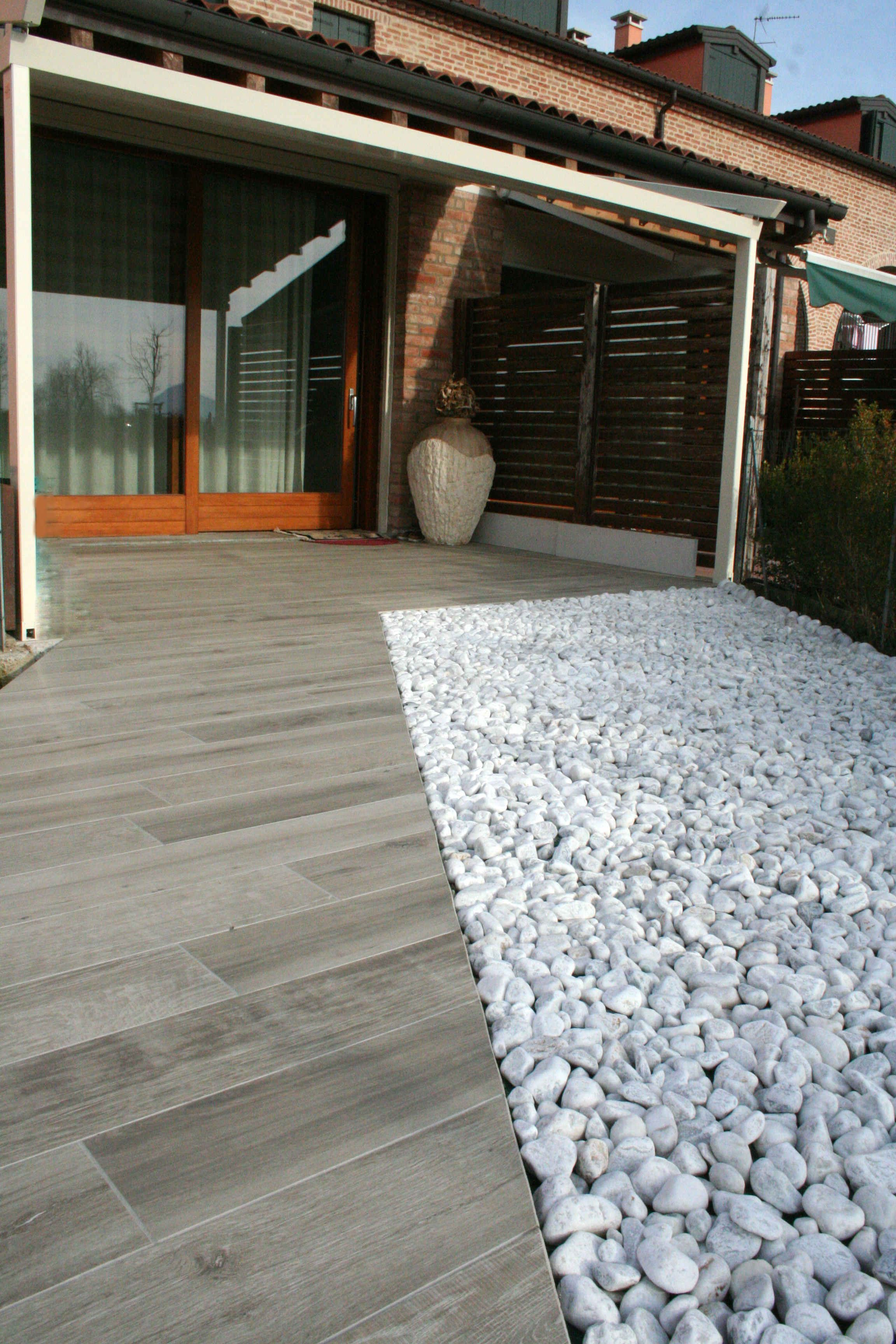 pavimento esterno in gres porcellanato effetto legno