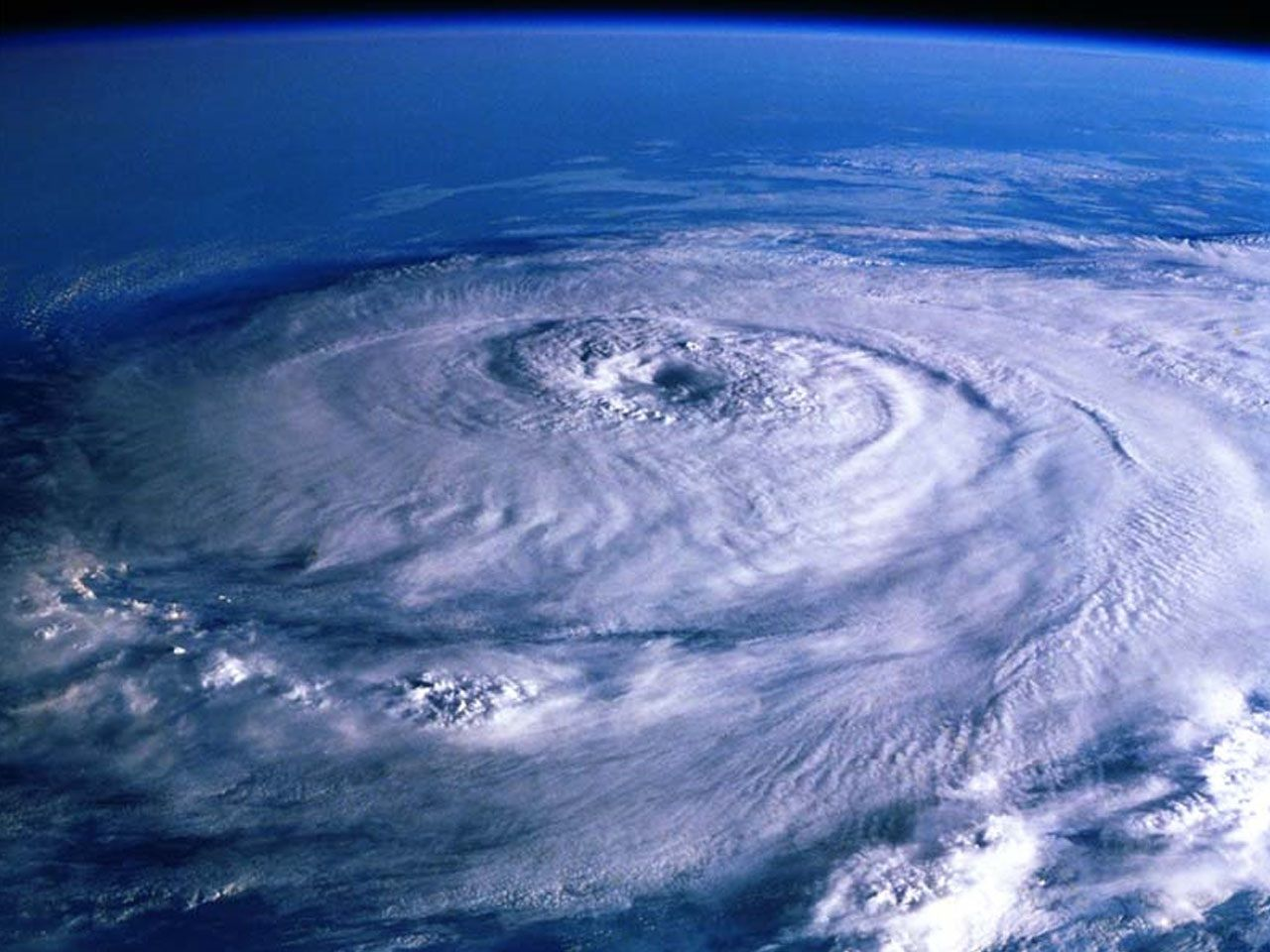There Have Been 3 Major Hurricanes In Cancun Gilbert Wilma And Deen Gilbert Which Took Place In 1988 Was The Second Eye Of The Storm Nature Perfect Storm