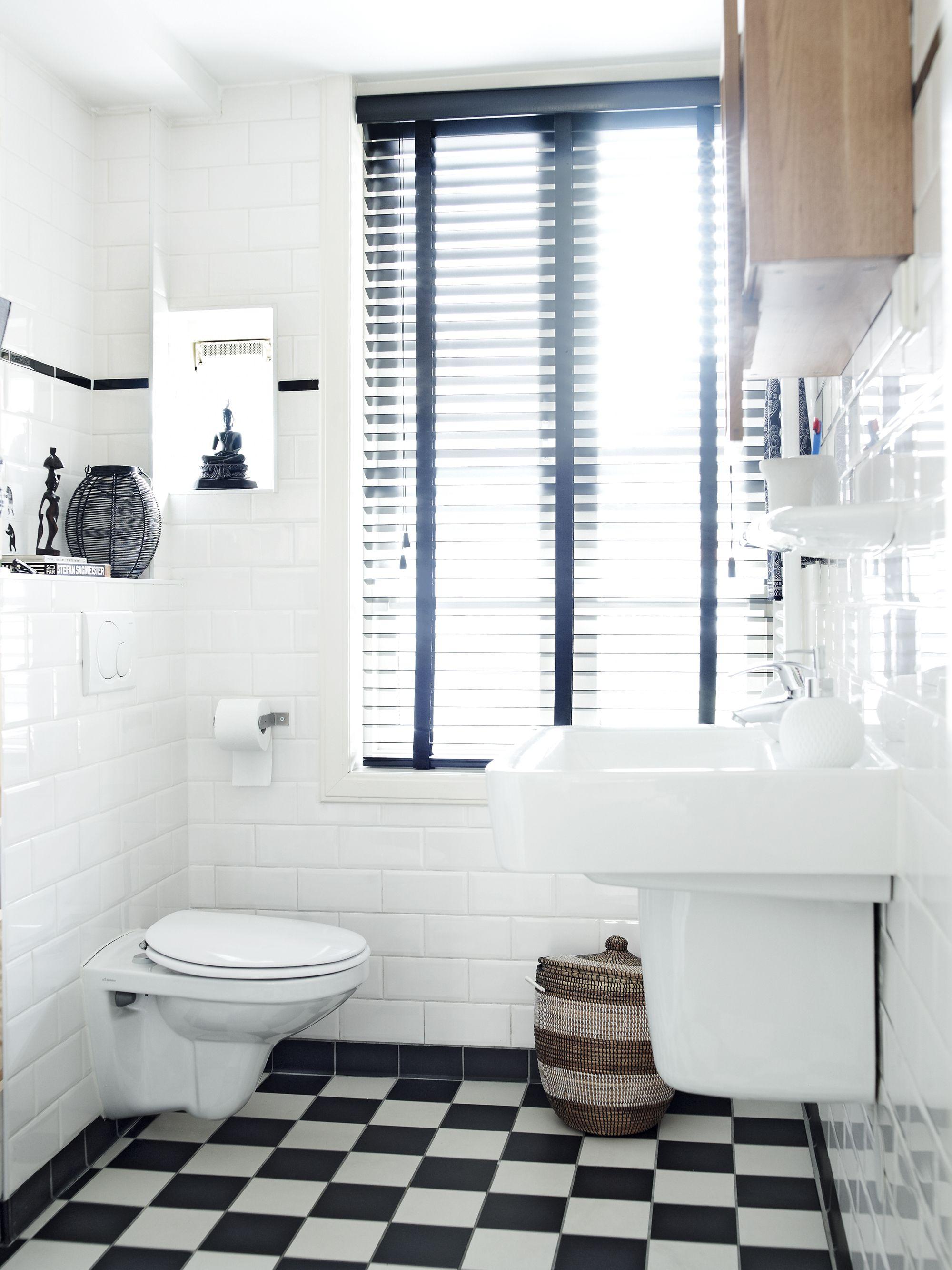 Helemaal hip: een zwart-witte tegelvloer in de badkamer. Bekijk de ...