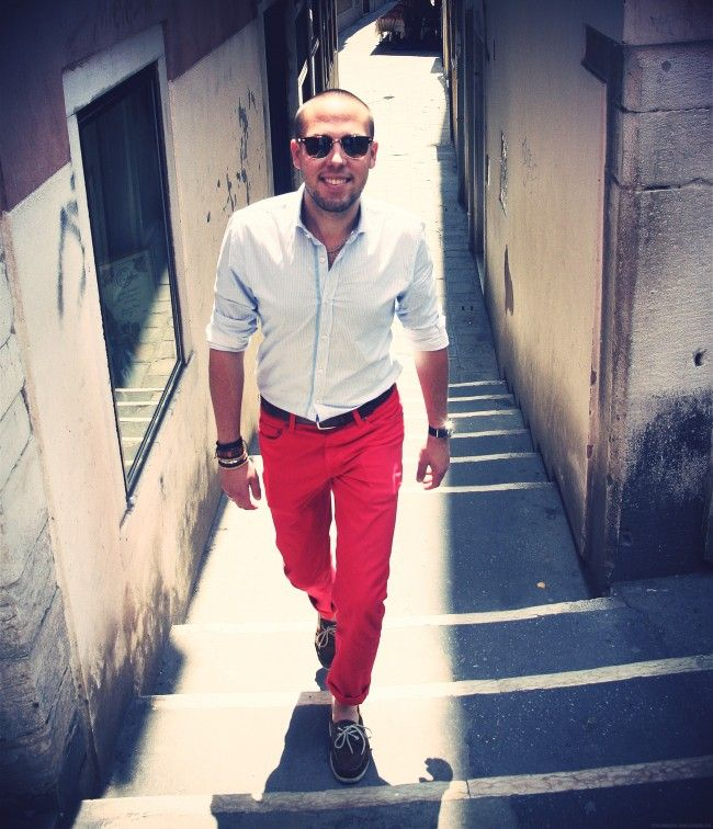 Red pants in the STREETS OF VENICE | Dapperness - Men's Style ...