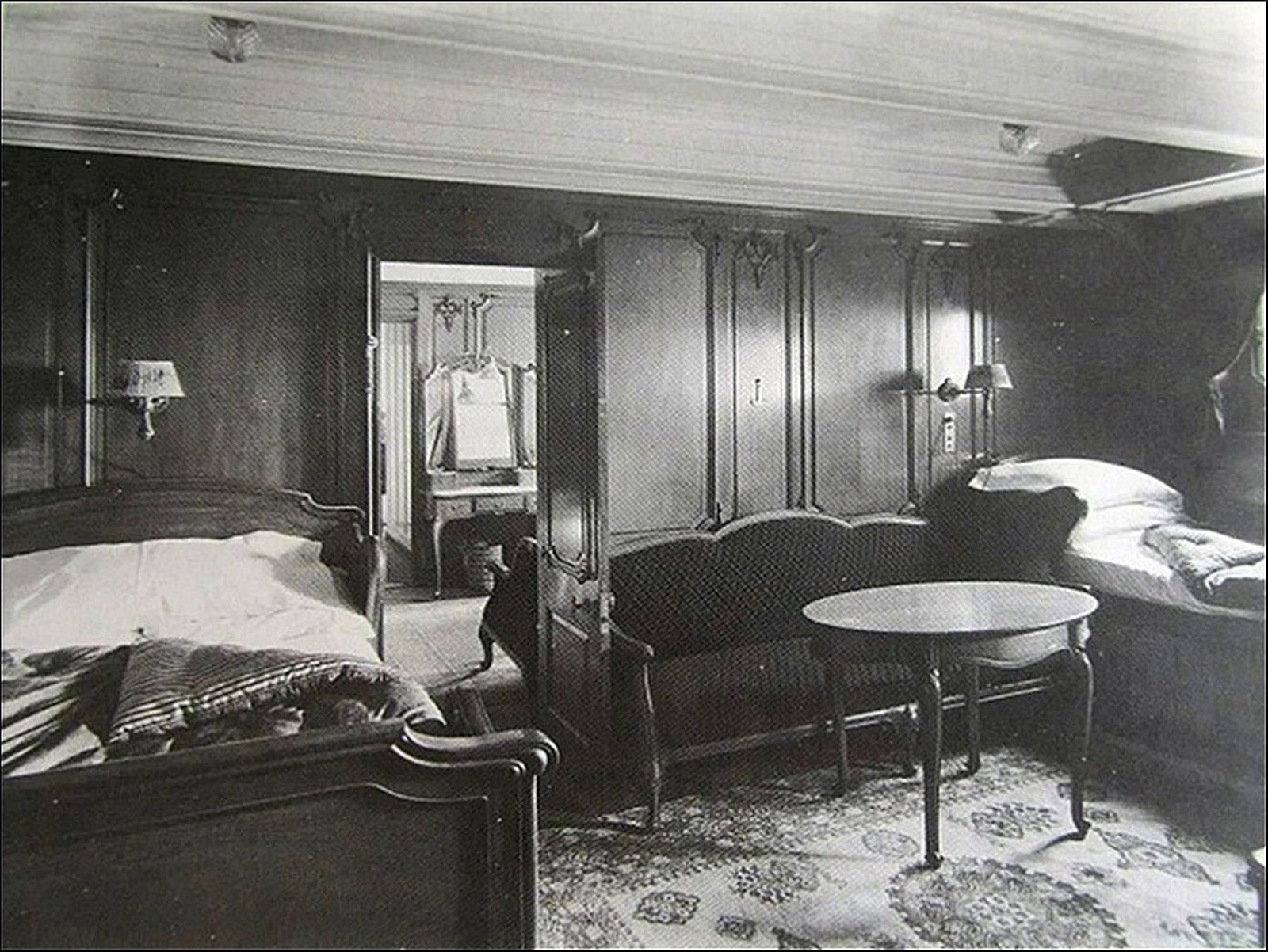 Beautiful first class cabin a inspiration by harland and for First class cruise ship cabins