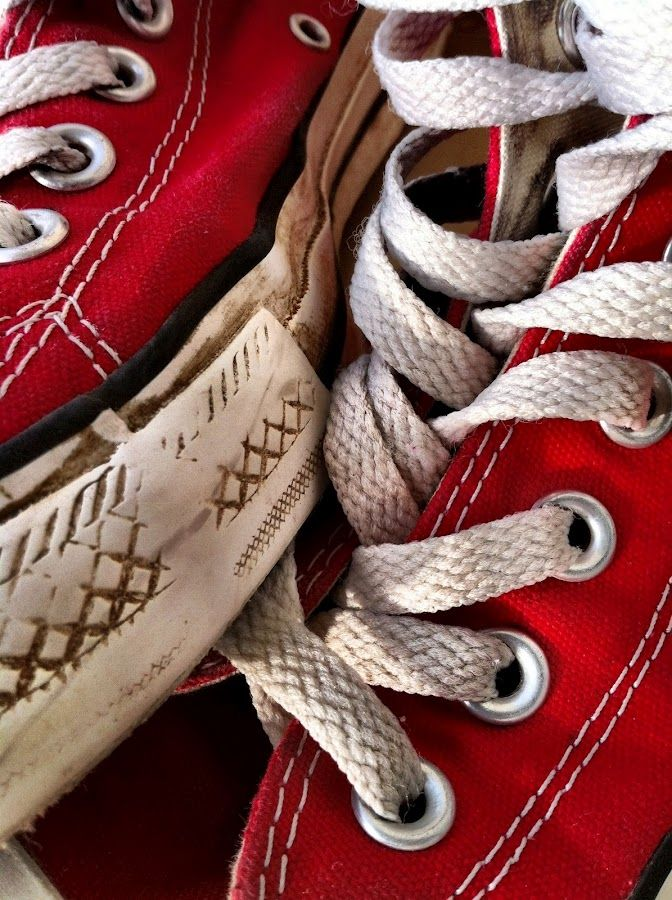 402e1a22 Red Converse...I just love this picture. Comfortable and used ...