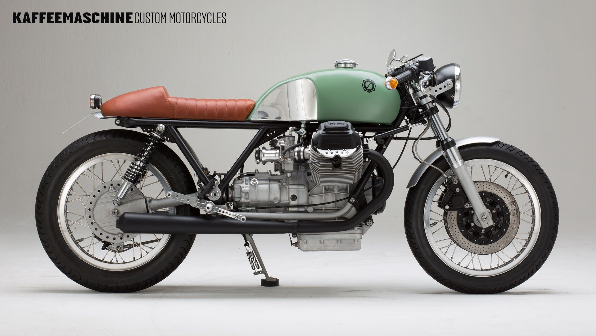 Moto Guzzi Le Mans 3 Cafe Racer By Kaffeemaschine Follow The Link For A Video Of The Bike Bike Cafera Moto Guzzi Cafe Racer Moto Guzzi Cafe Racer Motorcycle