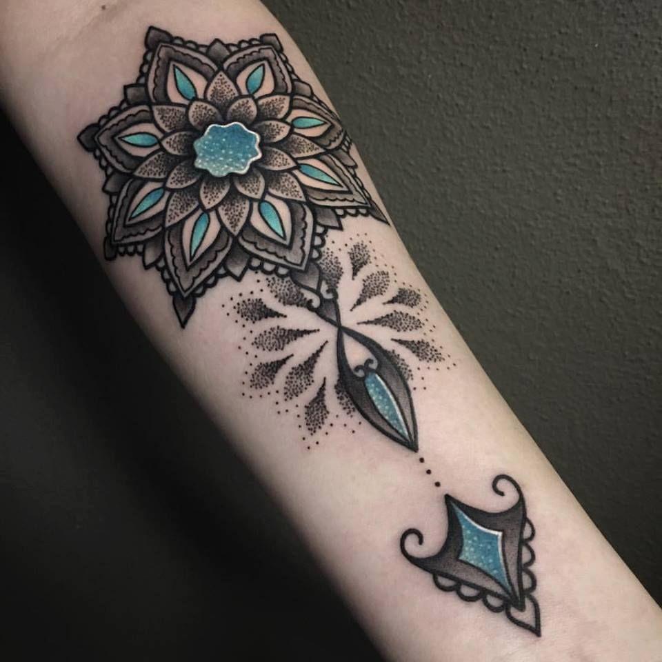 mandala tattoo, dotwork tattoo, color tattoo | idee tattoo