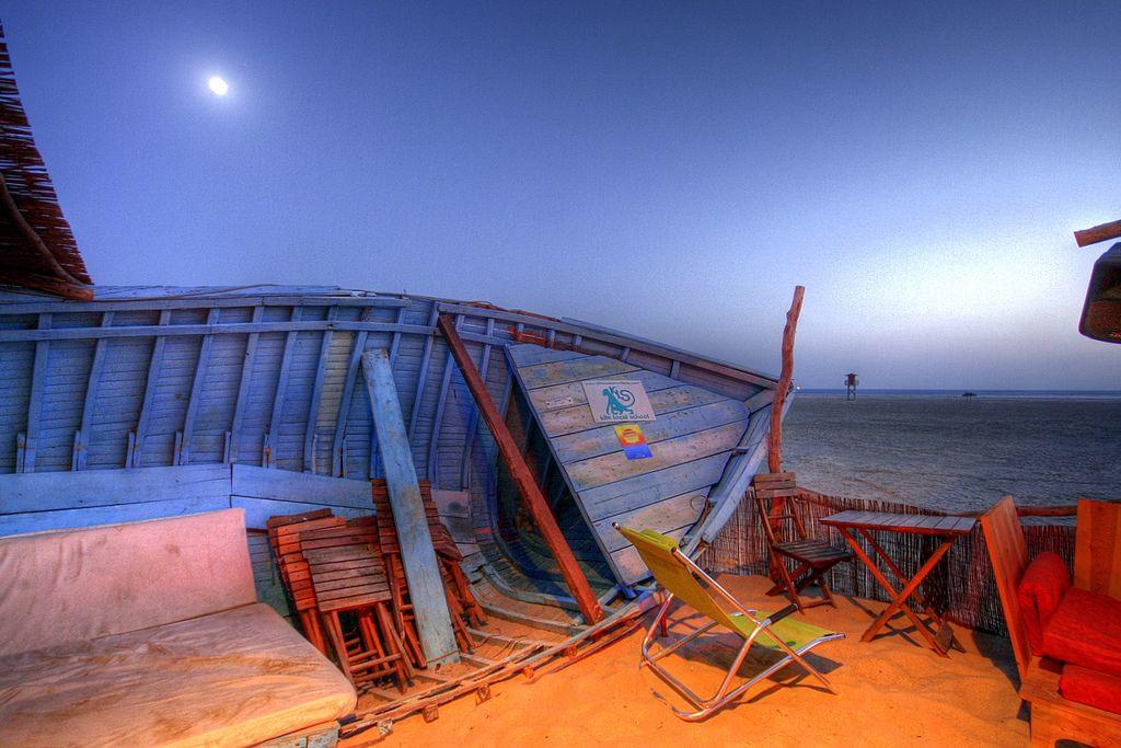 Salida de Luna // Chiringuito el Serengueti, Tarifa Cádiz // Flickr - Photo Sharing!