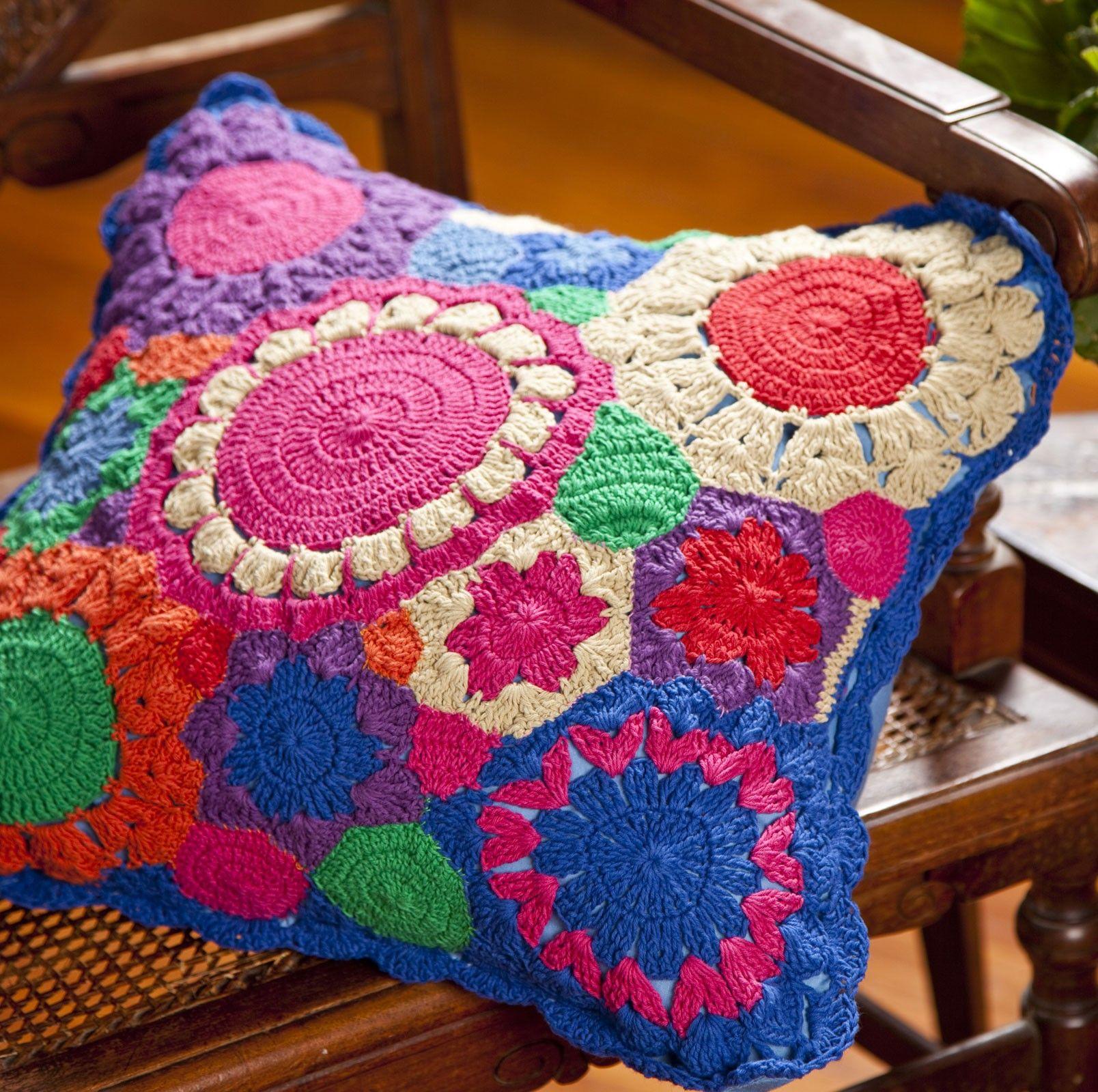 387cecdc2a Capa de Almofada Flores Crochê - Material: 100% Algodão/ Crochê Cor ...