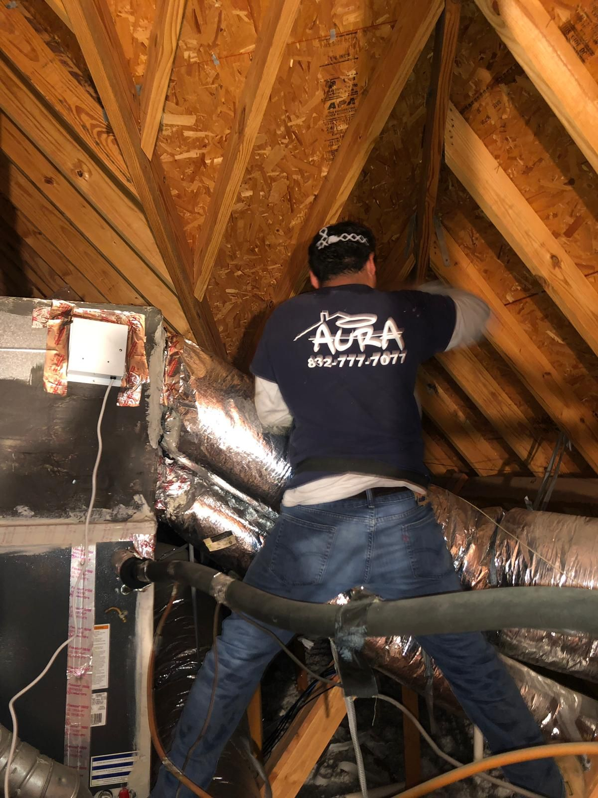 Aura Air Duct Cleaning technician in action 💪 We let the