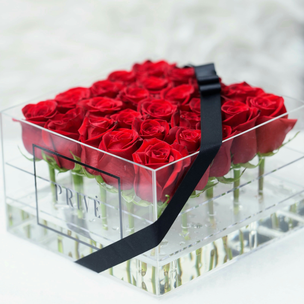 Premium preserved roses with preserved green stems, in a large ...